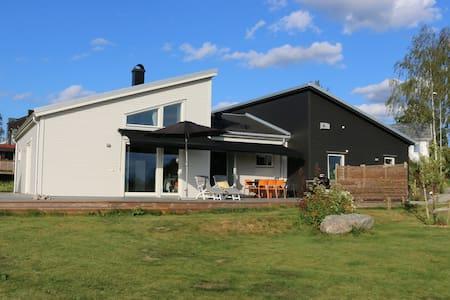 Modern villa in peaceful area - House