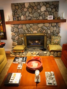 East Meets West, a fusion B&B (A) - Sooke - Bed & Breakfast