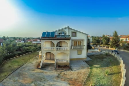 Comfy apartment near Poreč - Rumah