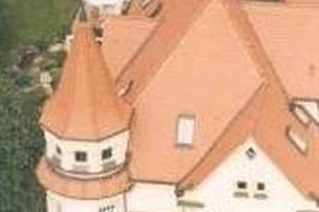 Villa Forchheim, 45 m2  Turm inkl. - Villa