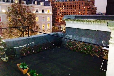 Chelsea Studio with Rooftop Terrace