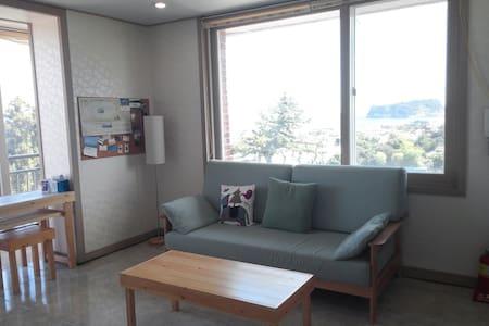 "My Ocean"" Spacious Oceanview Apt. - Seogwipo-si - Lägenhet"