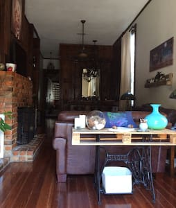 Room type: Private room Property type: House Accommodates: 4 Bedrooms: 1 Bathrooms: 2