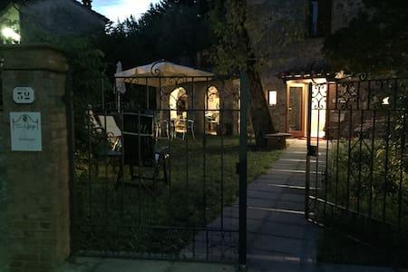 A Casa di nonna Gege-Aquila - Bed & Breakfast