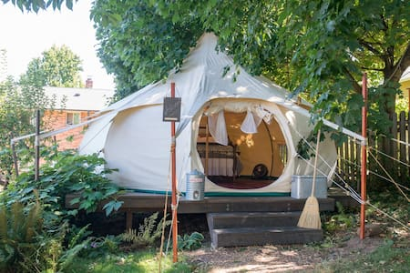 Ultimate Glamping Tent @ Urban Farm - Tält