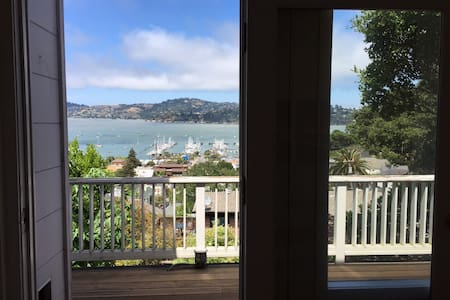 Bright 2 bedroom home - water views - Sausalito - Casa