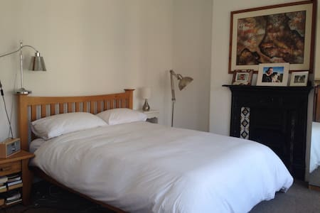 3 large rooms with 3 comfy beds - Cardiff - Maison