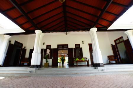 Lespri Grand, Negombo Prince Suite
