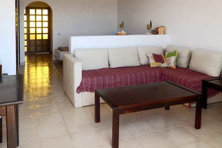 Peace and quiet by the sea + views! - Giniginamar  - Apartamento
