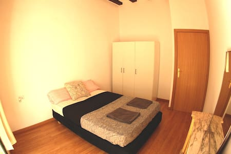 Bright Double Room in City Centre