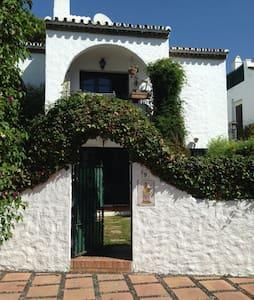 Apartamento con encanto en Marbella - Huoneisto