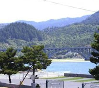 Eagle Bay Vacation Rentals/ Cabin 1 Pacific - Gold Beach - Cabane