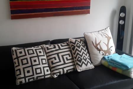 Private Room in Medellin, B&B- El Poblado - Medellín - Bed & Breakfast