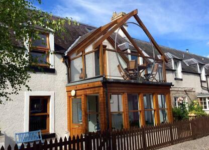 Quiet, spacious city cottage - Inverness - Hus