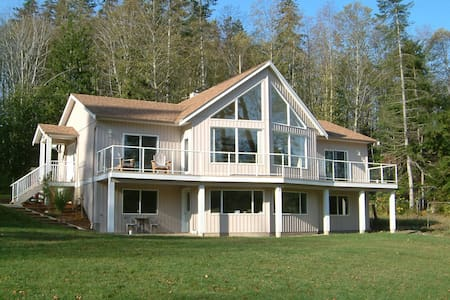 Country Aire Bed and Breakfast - Fanny Bay