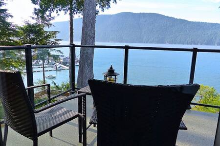 Luxurious Modern Oceanfront Cottage - Port Renfrew