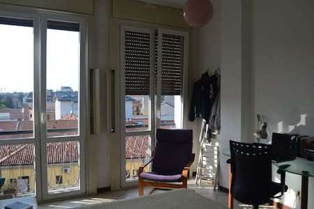 Stanza matrimoniale in centro Monza - Apartment