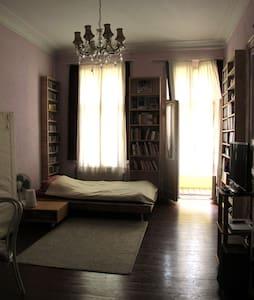 Quiet 35 m2 Room near Kreuzberg