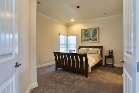 Newport Beach Retreat Master Suite - Hus