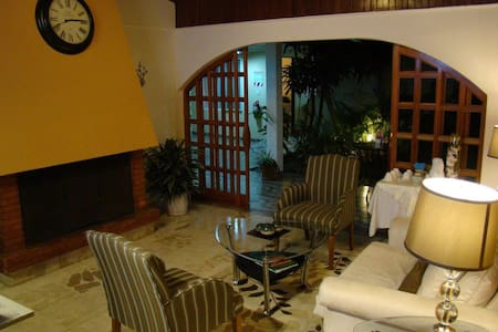 Hotel Colonial Escazú, is superbly located in the most exclusive area of Costa Rica, surrounded by a wide variety of services and facilities such as medical services (Hospital Cima), banks, shopping malls, supermarkets (Walmart, Mas x Menos, etc).
