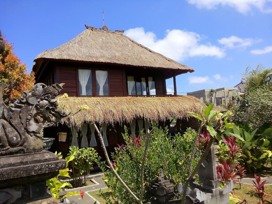 2BD Wood house in Ubud rice fields