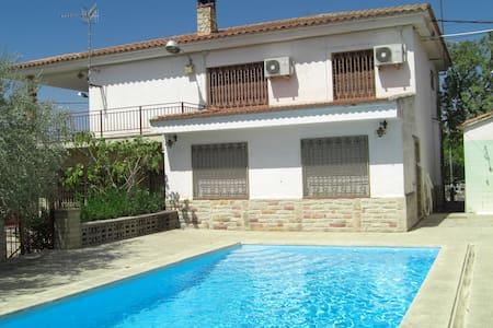 Casa con jardín en zona residencial - Móra la Nova - Villa