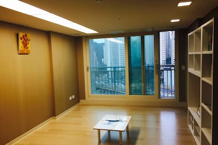 clean and cozy apartment near at subway station(Gireum Sta. Line4)
