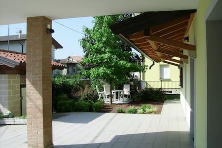 SUN'S HOUSE  UDINE appartamento indipendente villa - Flat
