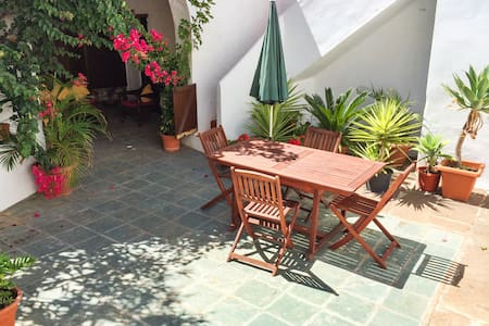 Roomy cottage with sunny courtyard - House
