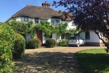5 Bedroom Large Traditional Country Cottage - Chichester