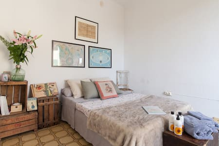 Room in gracia with private lounge!