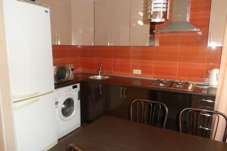 Студия с дизайнерским ремонтом - Ufa - Apartment