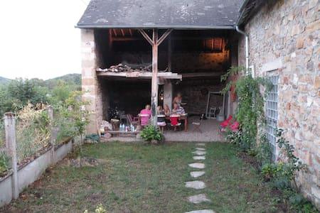 Cottage in Regional park Du Morvan - Kulübe