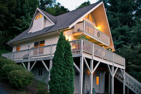 Runaway Chalet-Mtn Views, Relaxing - Waynesville