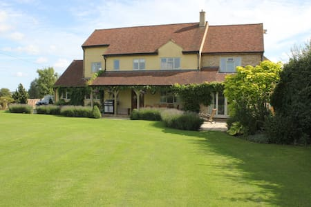 Luxury family home near Woburn. - Ridgmont - Bed & Breakfast