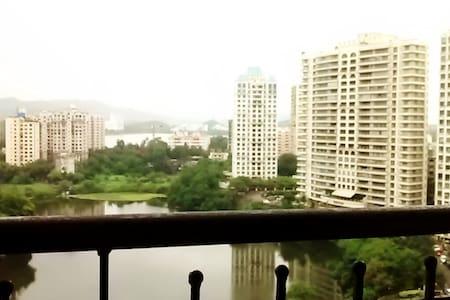 WoodenFloor Private Room-Lake Homes - Mumbai - Lejlighed