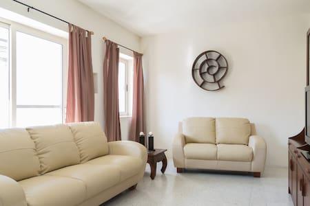 Bright & Airy Flat in Quaint Naxxar - Naxxar - Apartment