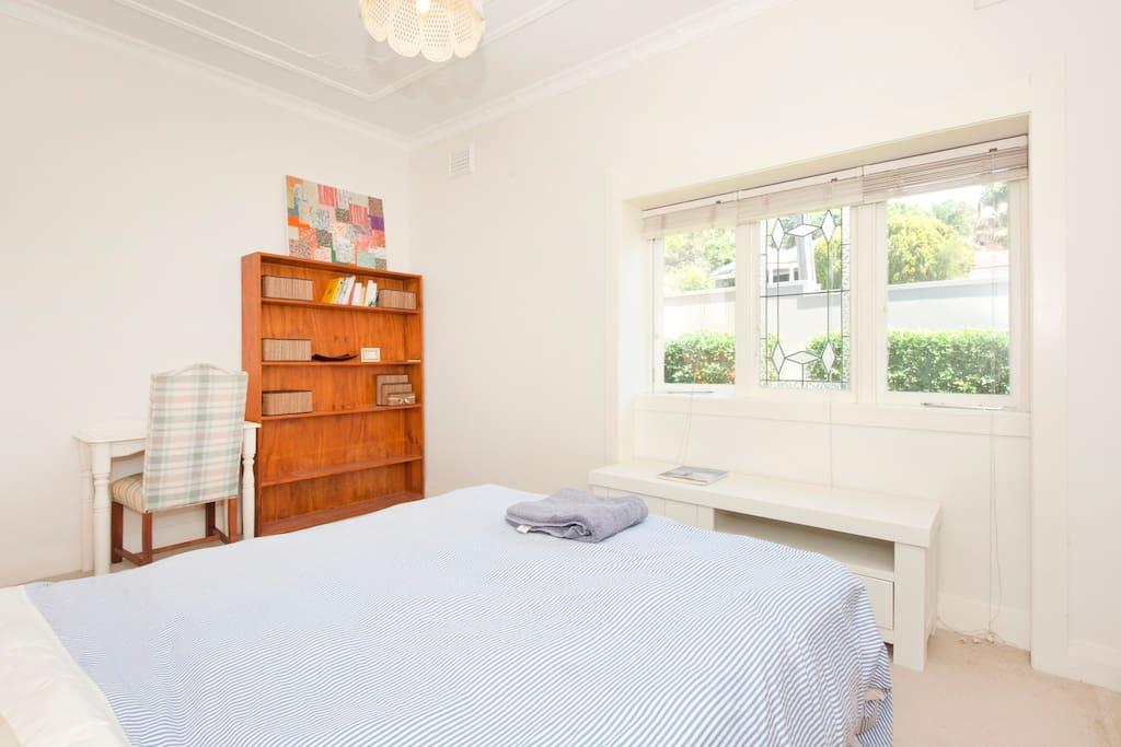 Spacious Bright Bedroom in Rose Bay