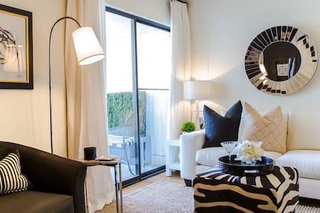 Mid Century Modern Residence - Apartment