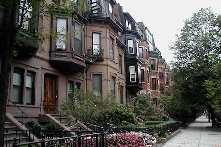 Brownstone in heart of Back Bay