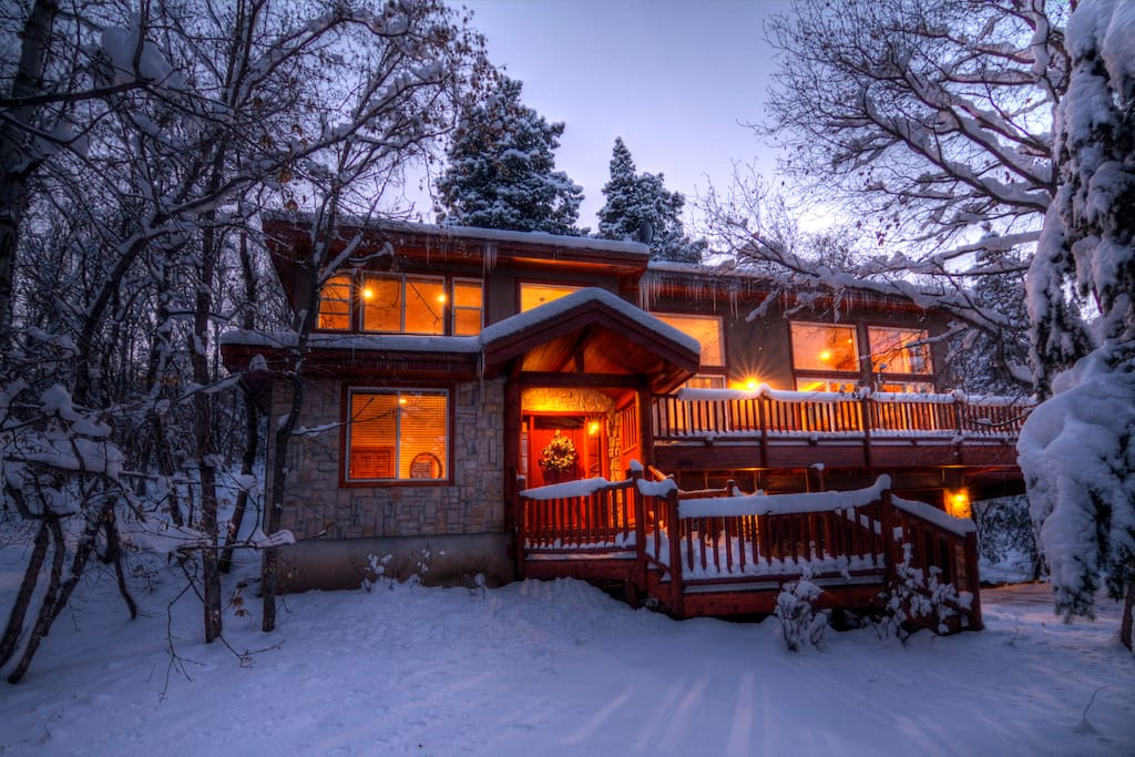 Your winter hideaway awaits.  Aspen Springs cabin is less than 1/2 mile to the award winning Sundance Mountain Resort at the base of Mt. Timpanogos.