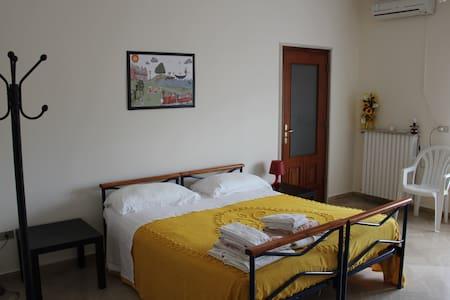 Mini Appartamento centrale + Bagno Cucina Servizi - Cassano delle Murge - Huoneisto