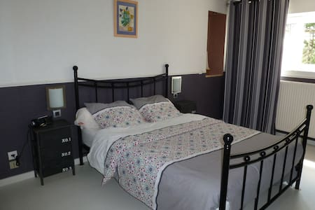 Chambre à 15 km d'Angers +petit déj - Haus
