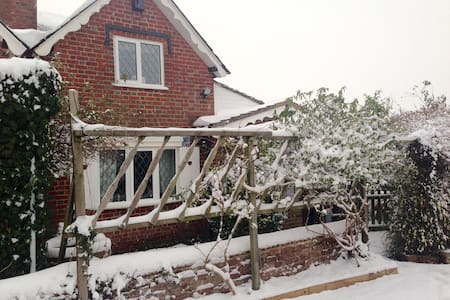 Cosy bedroom, countryside location - Shinfield - House