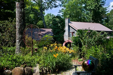 Green River Retreats Near Camps & Dupont Forest - Apartamento