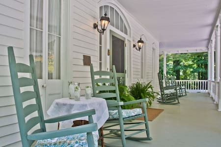 Our comfy cottage is located in the garden of a National Historic Register listed c. 1888 historic home - B & B in the charming village of Flat Rock  3 miles from downtown Hendersonville, and 30 minutes by car to Asheville and Greenville and Brevard.