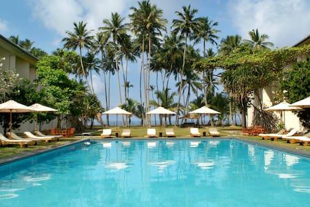 Mermaid Hotel & Club - Bed & Breakfast