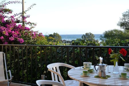 Apartment with beautiful sea view. - Sampieri - Apartamento