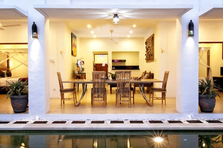 Just 15 minutes walk from Petitenget Beach and close to a vast array of great restaurants and cafes. Darma House Villa (2bedrooms) offers a beautiful collection of contemporary styled two bedrooms private and pool