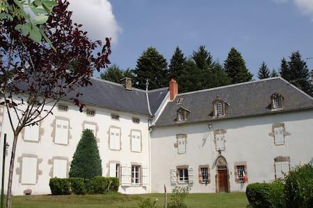 Château de La Vervialle Chb 4 - Lamazière-Haute - Aamiaismajoitus